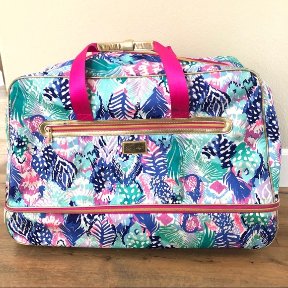 1e32da6a68 Lilly Pulitzer Handbags - Lilly Pulitzer Oversized Rolling Duffle Bag